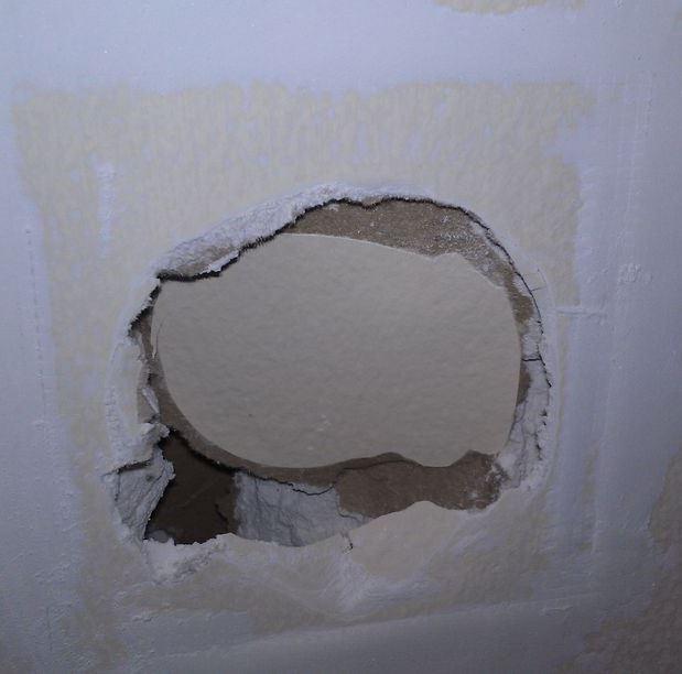чем заделать отверстие в стене