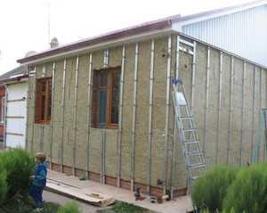 Фасад из профлиста 40 фото как обшить дом металлосайдингом с утеплителем своими руками материалы для наружной отделки