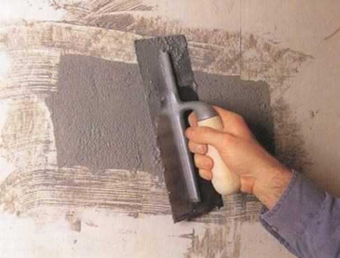 как заштукатурить большие дыры в стене