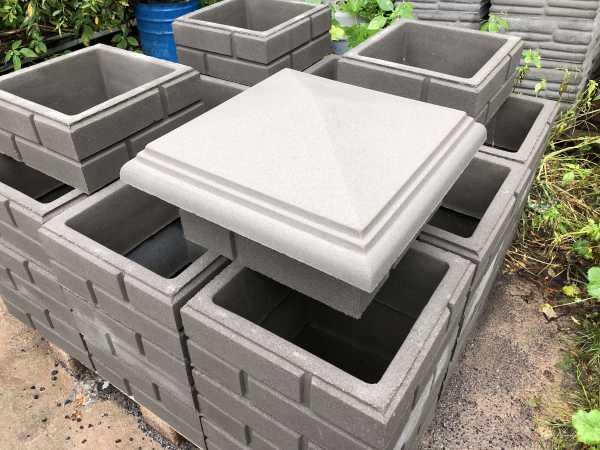 шапки на столбы забора из бетона